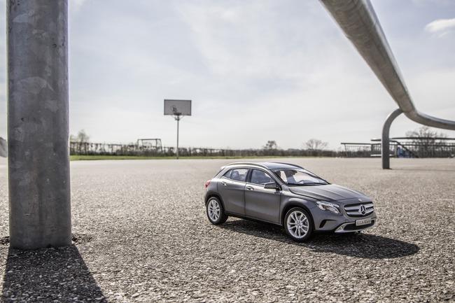 Xe mô hình Mercedes-Benz GLA-Class giá dưới 2 triệu đồng 3